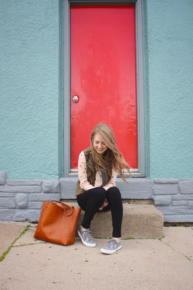 chelsea_lane_minneapolis_fashion_blog_blogger_zipped_parc_boutique_cargo_vest_forever_21_dot_sweater_jcrew_pixie_pants_superga_2750_grey_madewell_transport_tote4.jpg