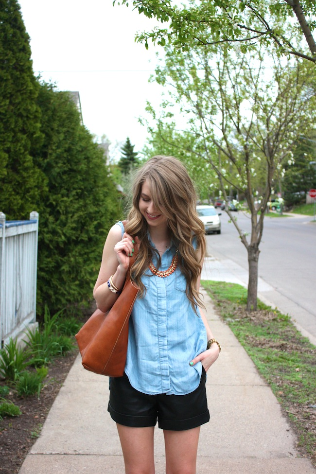 chelsea_lane_zipped_minneapolis_fashion_blog_blogger_lily_and_violet_minkpink_leather_shorts_sleeveless_chambray_madewell_transport_tote_monogrammed_sam_edelman_petty_ankle_boots_black_parc_boutique_orange_necklace15.jpg