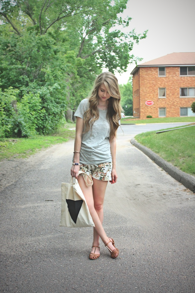 chelsea_lane_zipped_minneapolis_fashion_blogger_jcrew_our_choix_boutique_dolce_vita_zen_sandal_oh_deer_yyc_triangle_tote_marika_jewell1.jpg