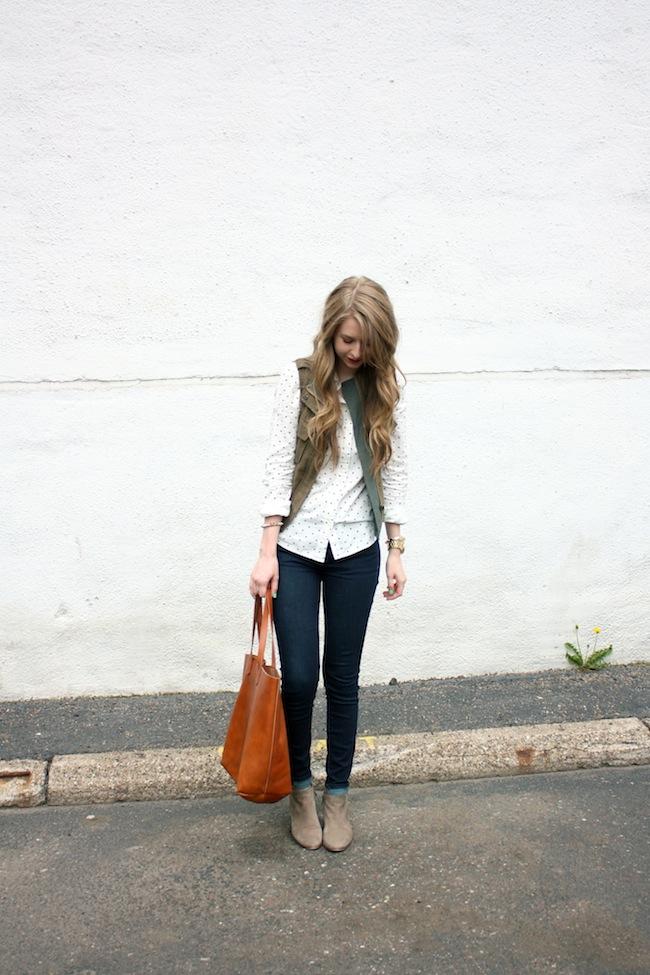 chelsea_lane_zipped_minneapolis_fashion_blog_blogger_jcrew_dot_button_up_gap_denim_legging_sam_edelman_petty_putty_madewell_transport_tote_par_boutique_vest2.jpg