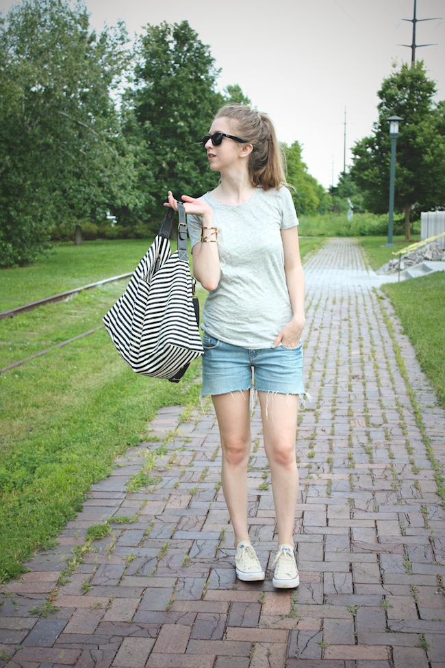 chelsea_lane_zipped_blog_minneapolis_fashion_blogger_jcrew_tee_delias_shorts_converse_all_star_chuck_taylors_lily_and_violet_boutique_weekender_striped_bag_ray_ban_new_wayfarer2.jpg