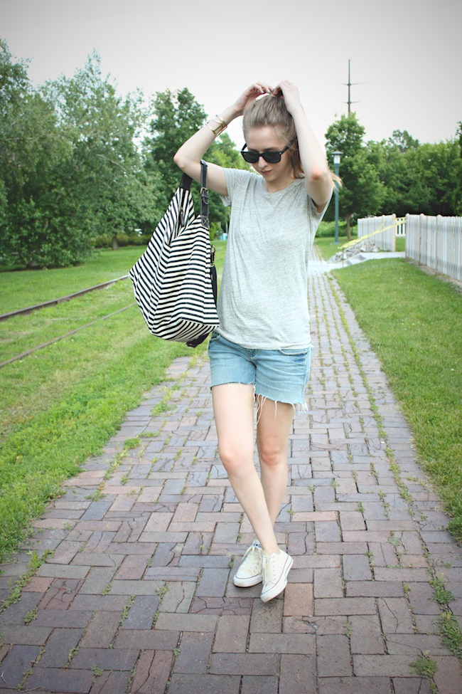 chelsea_lane_zipped_blog_minneapolis_fashion_blogger_jcrew_tee_delias_shorts_converse_all_star_chuck_taylors_lily_and_violet_boutique_weekender_striped_bag_ray_ban_new_wayfarer3.jpg