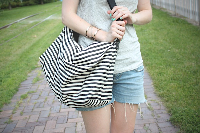 chelsea_lane_zipped_blog_minneapolis_fashion_blogger_jcrew_tee_delias_shorts_converse_all_star_chuck_taylors_lily_and_violet_boutique_weekender_striped_bag_ray_ban_new_wayfarer5.jpg
