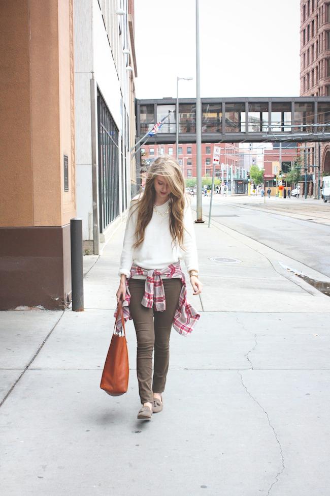 chelsea_lane_zipped_blog_minneapolis_fashion_style_blogger_madewell_henry_and_belle_denim_transport_tote_dv_dolce_vita_tassel_loafers_HM_flannel5.jpg