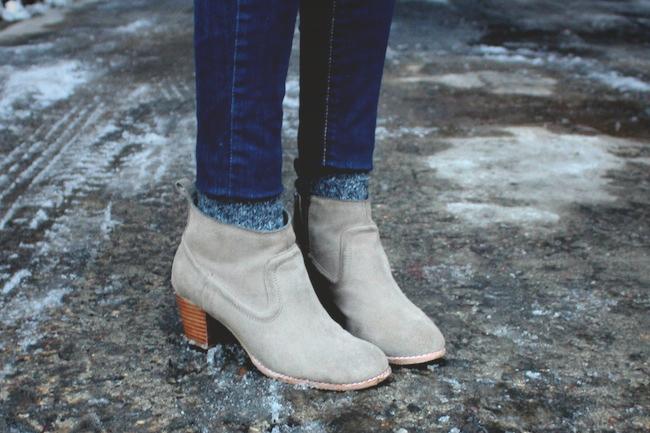 mineapolis_fashion_blog_H&M_blazer_gap_stripetee_levis_denimleggings_dolcevita_jamison_ankleboots_francescas_handbag.jpg3.jpg