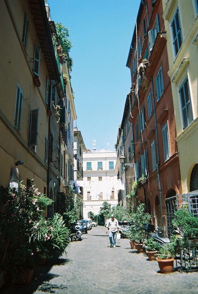 chelsea+zipped+truelane+blog+rome+italy+disposable+camera+prints5.jpg