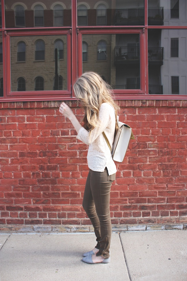 chelsea_lane_zipped_blog_minneapolis_fashion_blogger_henry_and_belle_ankle_zipped_stillwater_backpack_rayban3.jpg