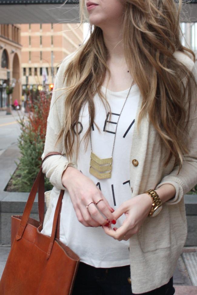 chelsea+lane+zipped+truelane+blog+minneapolis+fashion+style+blogger+madewell+transport+tote+bien+fait+tee+gap+denim+leggings+sam+edelman+petty+black2.jpg