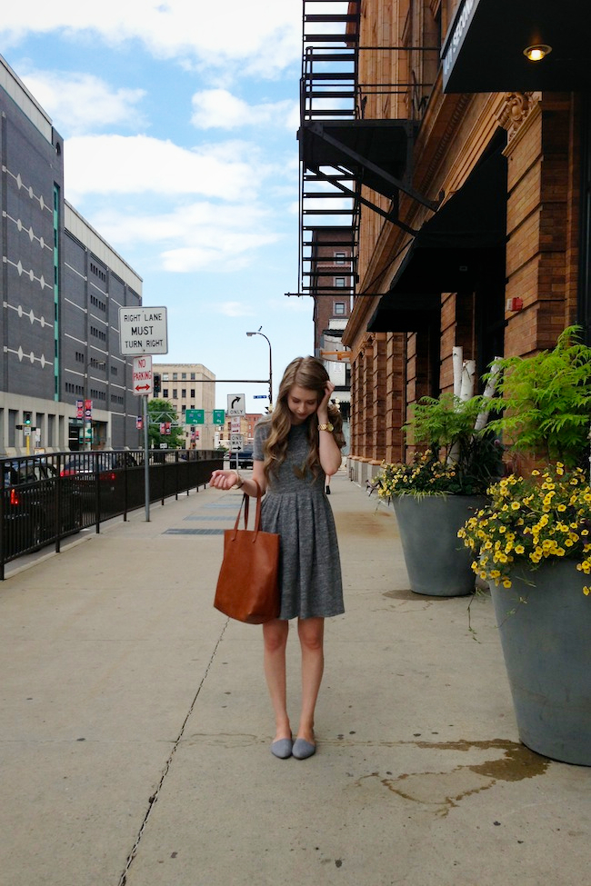 chelsea_lane_minneapolis_zipped_fashion_blog_blogger_madewell_sweatshirt_dress_steve_madden_d'orsay_chambray_flats_transport_tote1.jpg