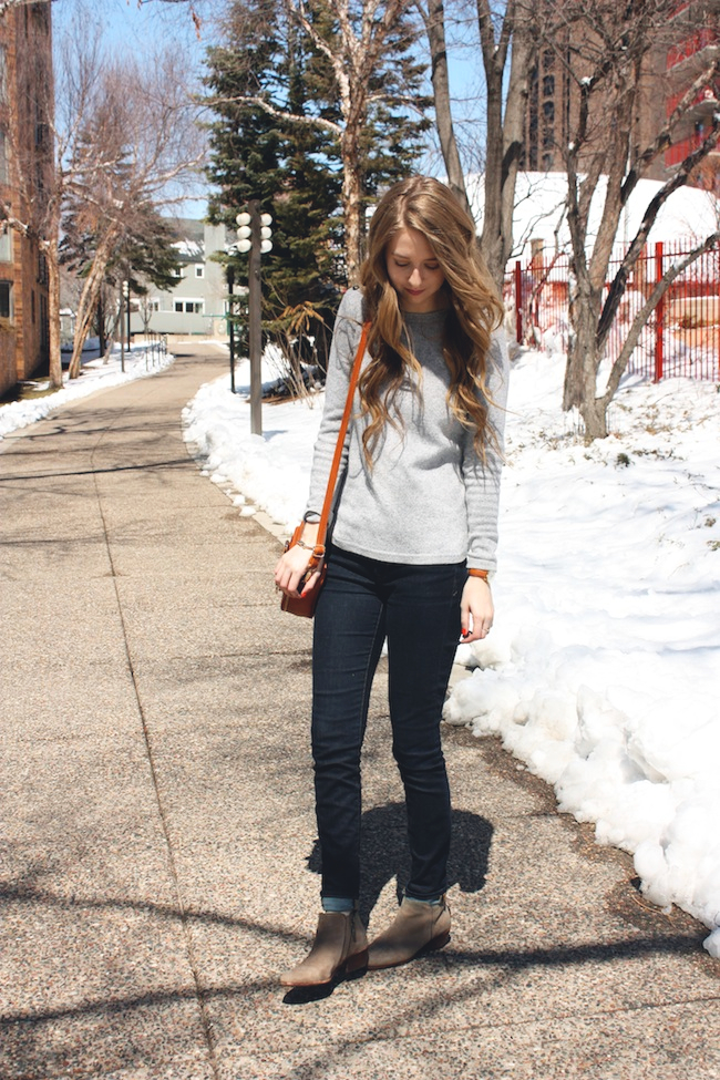 chelsea_lane_zipped_fashion_blog_minneapolis_madewell_gap_denim_leggings_sam_edelman_petty_putty_francescas_crossbody3.jpg