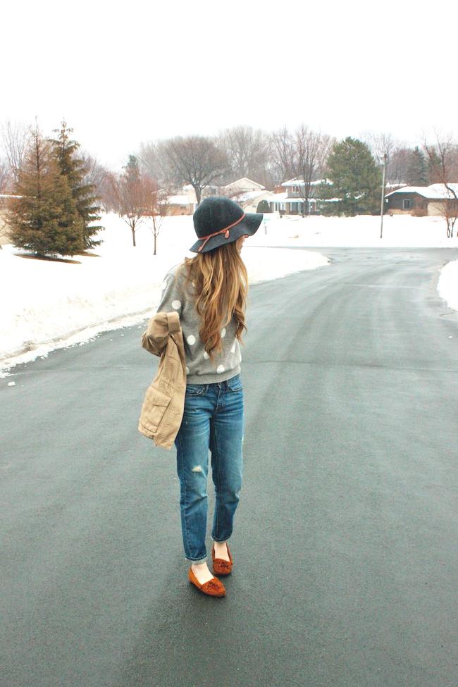 minneapolis_fashion_blog_blogger_forever21_gap_boyfriend_jeans_minnetonka_moccasin_apart_style_cropped_trench_floppy_hat_rain1.jpg