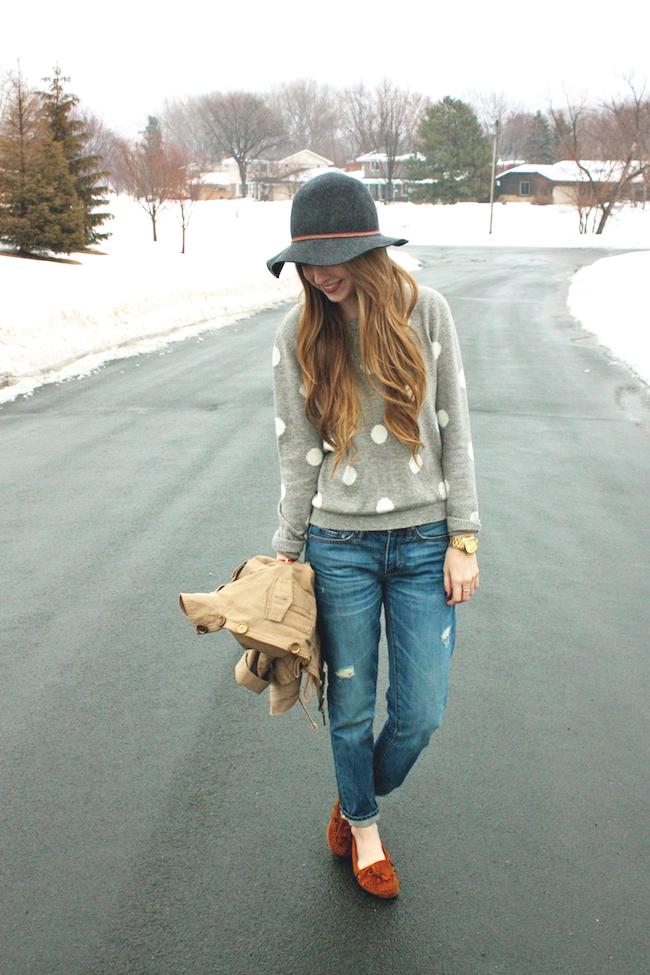 minneapolis_fashion_blog_blogger_forever21_gap_boyfriend_jeans_minnetonka_moccasin_apart_style_cropped_trench_floppy_hat_rain3.jpg