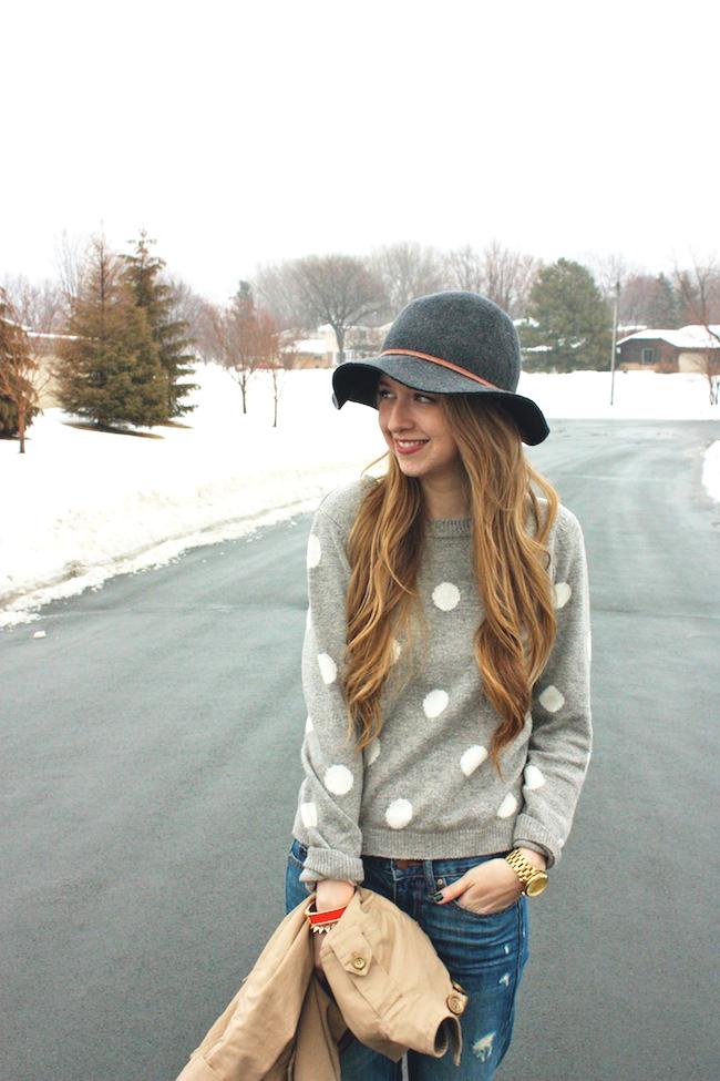 minneapolis_fashion_blog_blogger_forever21_gap_boyfriend_jeans_minnetonka_moccasin_apart_style_cropped_trench_floppy_hat_rain4.jpg