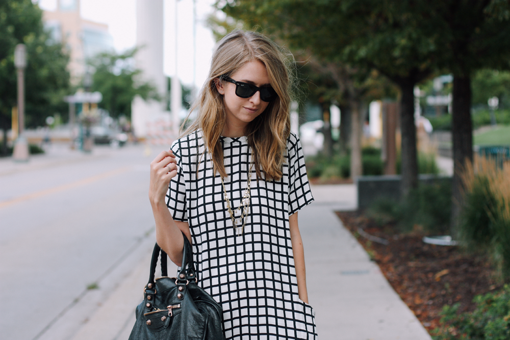 truelane in Abercrombie dress, Balenciaga tote and Ray-Ban sunglasses.png