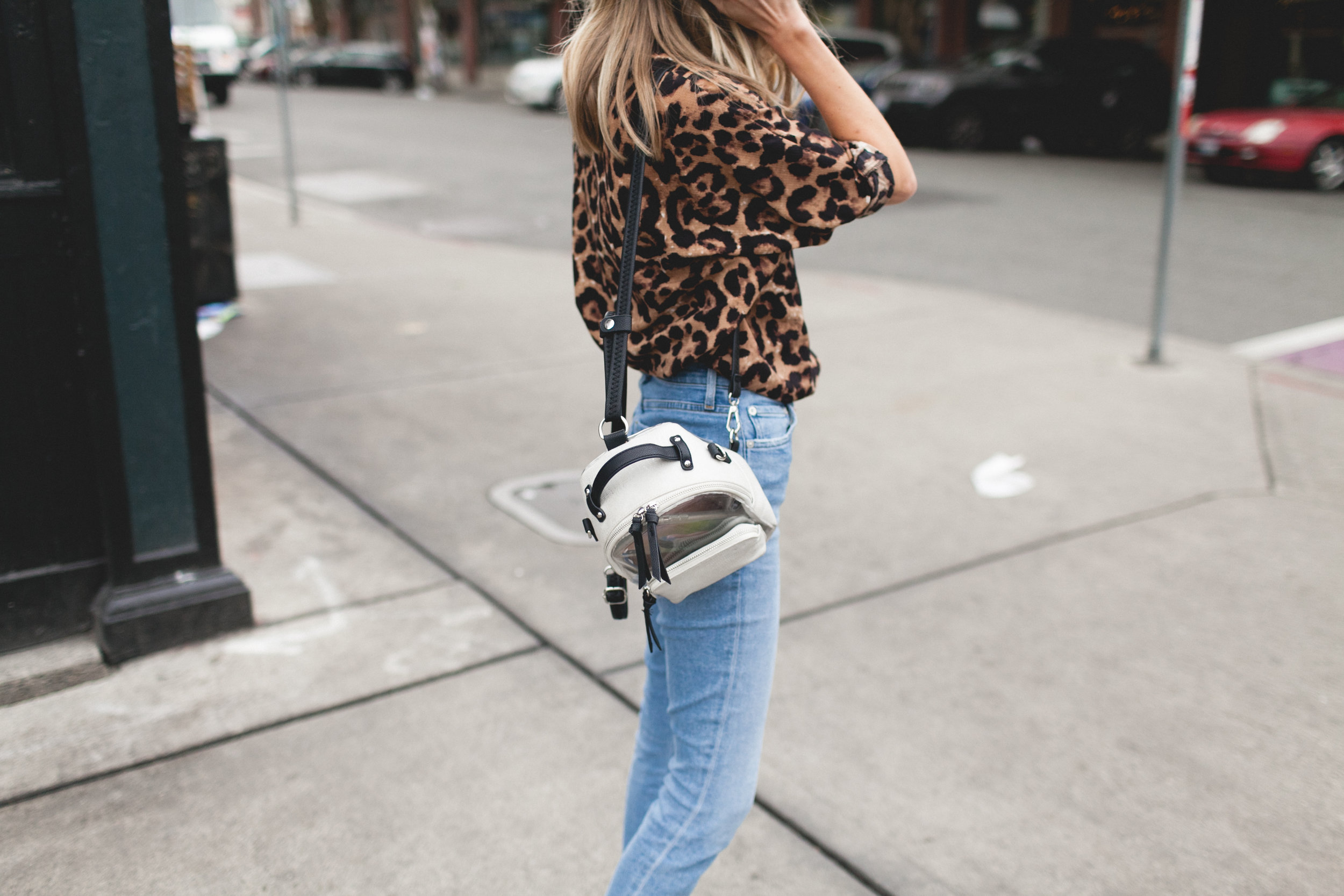 truelane, chelsea lankford, leopard print shirt, seattle, white sneakers, kizik, casual style, seattle style blogger
