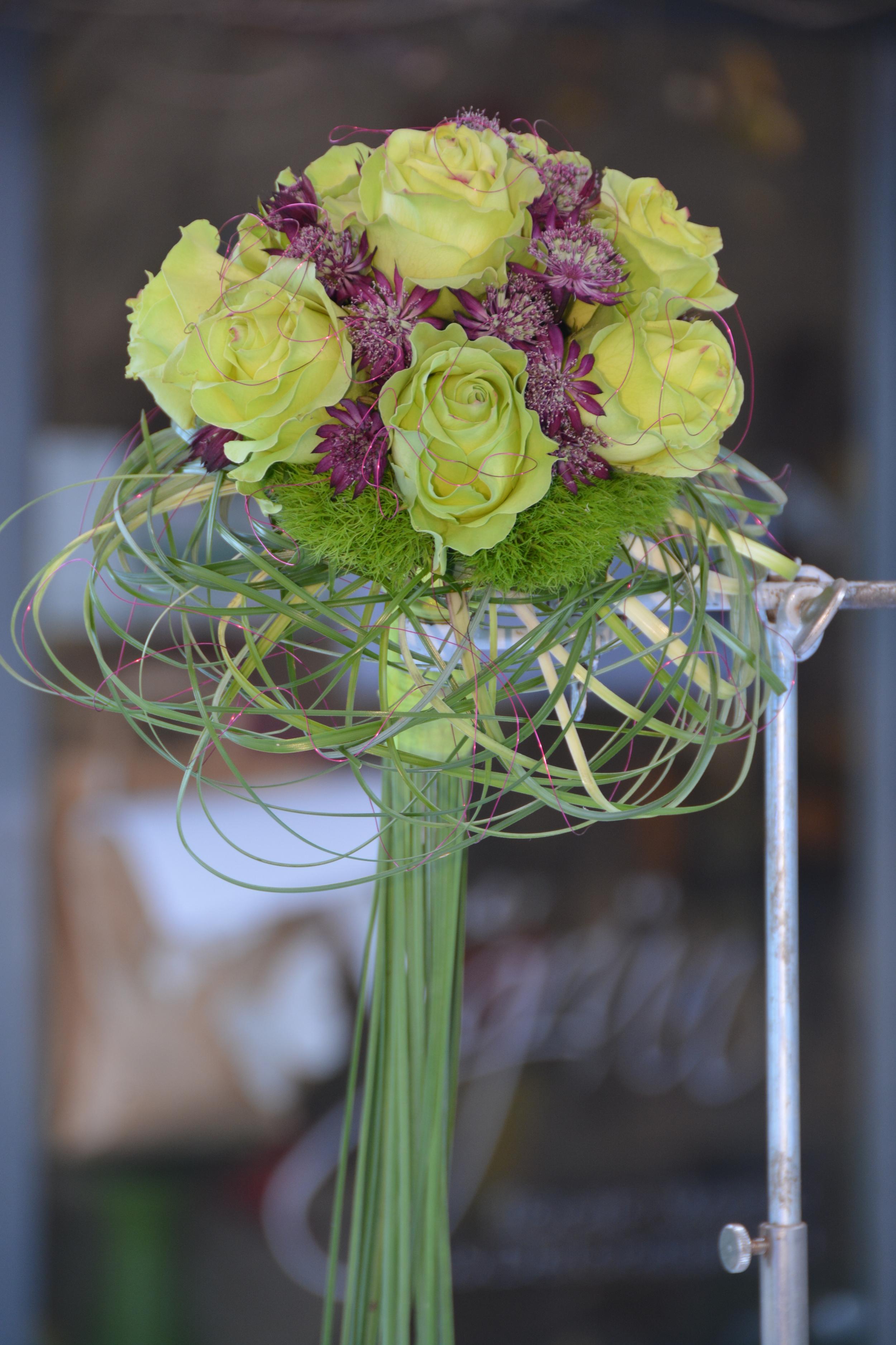 Ein wunderschöner Brautstrauss in Kugelform.