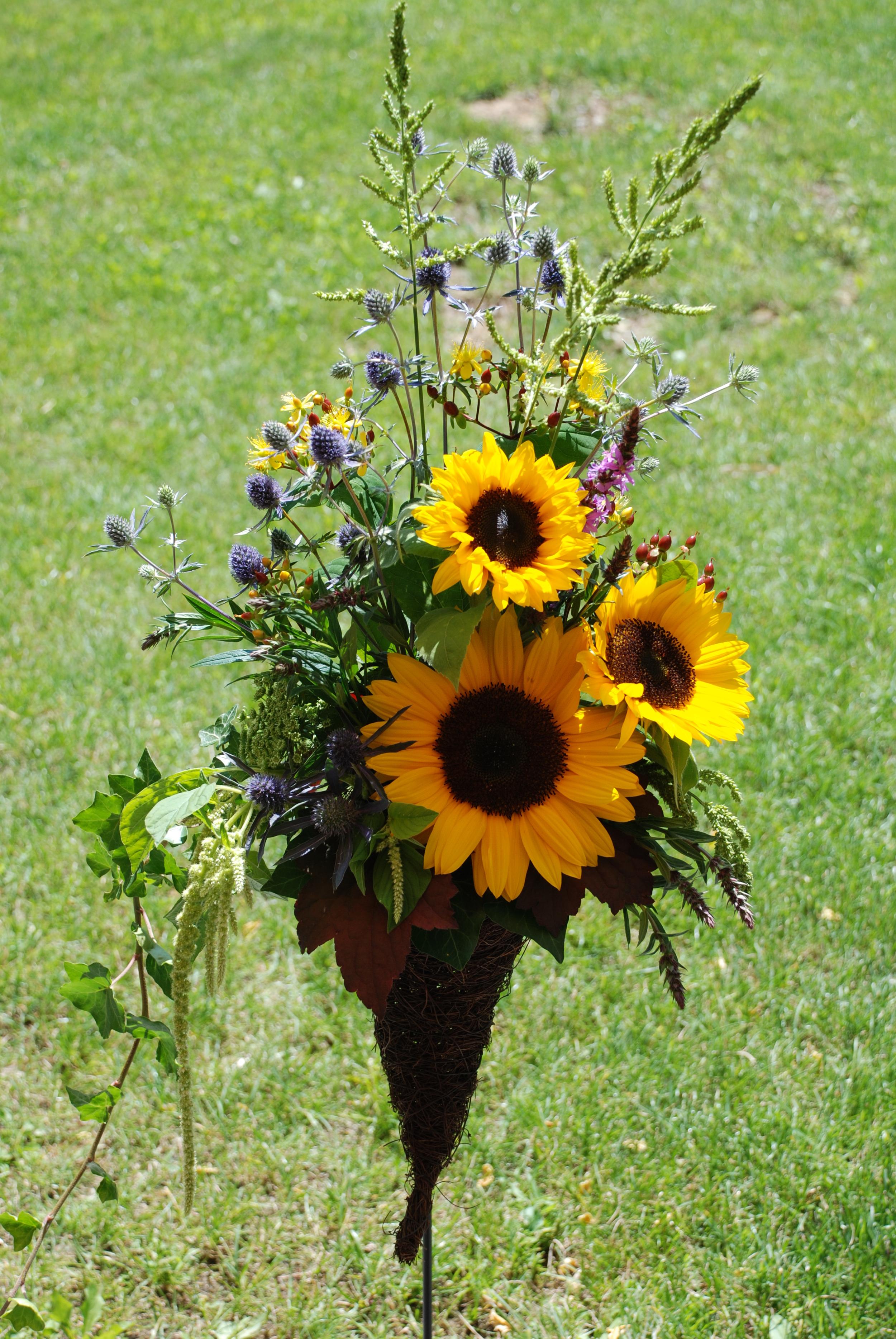 Sommerlicher Blumenstrauss mit Sonnenblumen