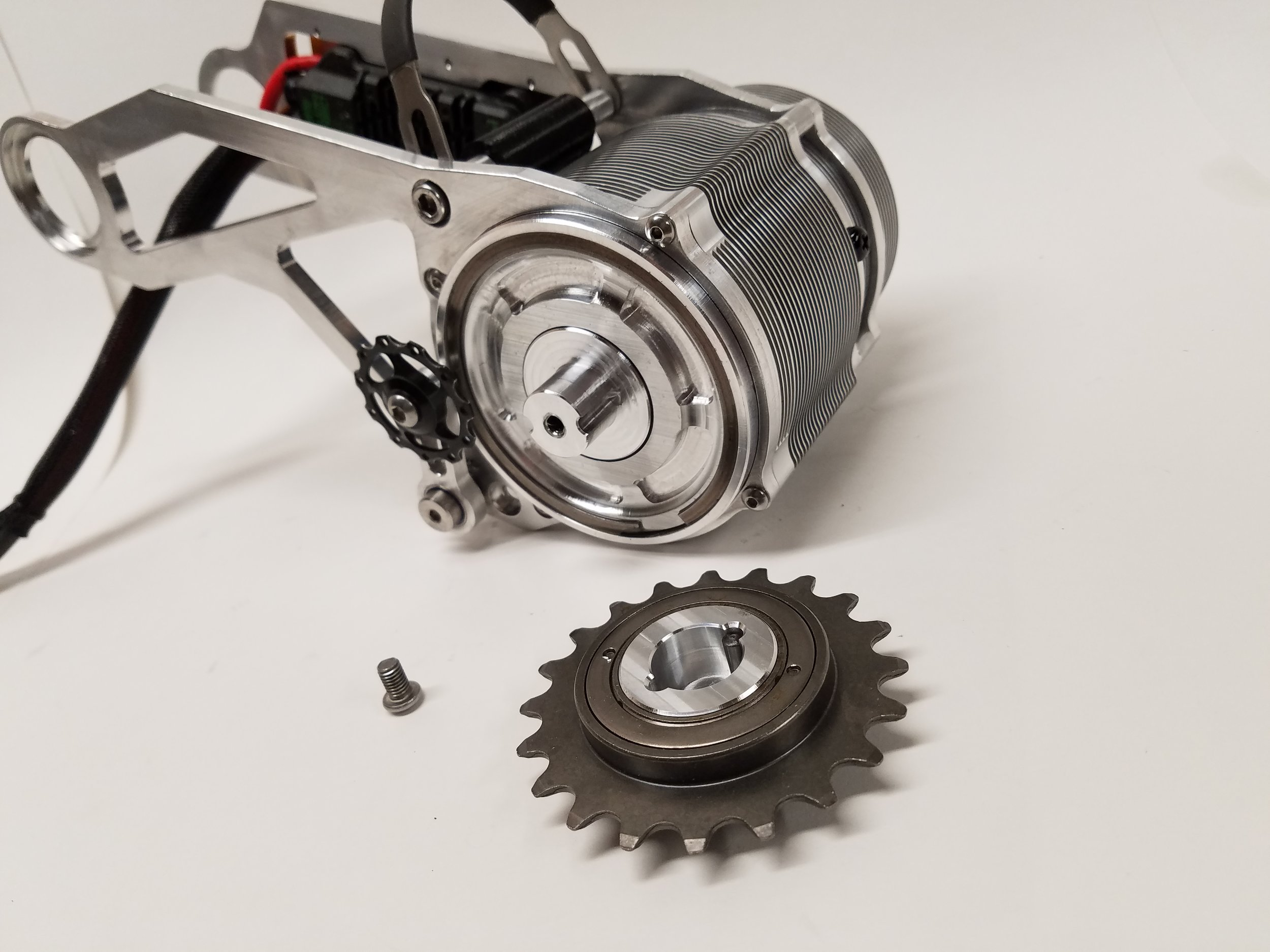A freewheel adapter allows for easy changes of the motor freewheel to facilitate maintenance or alterations for specific setups. 14t, 16t, 18t and 20t freewheels are available.