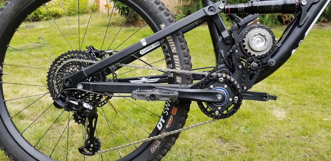 SRAM's EX1 drivetrain built specifically for ebikes. Hardened steel cassette, steel front rings, plus 8 speeds provide the ideal increments from 20mph to 90mph.