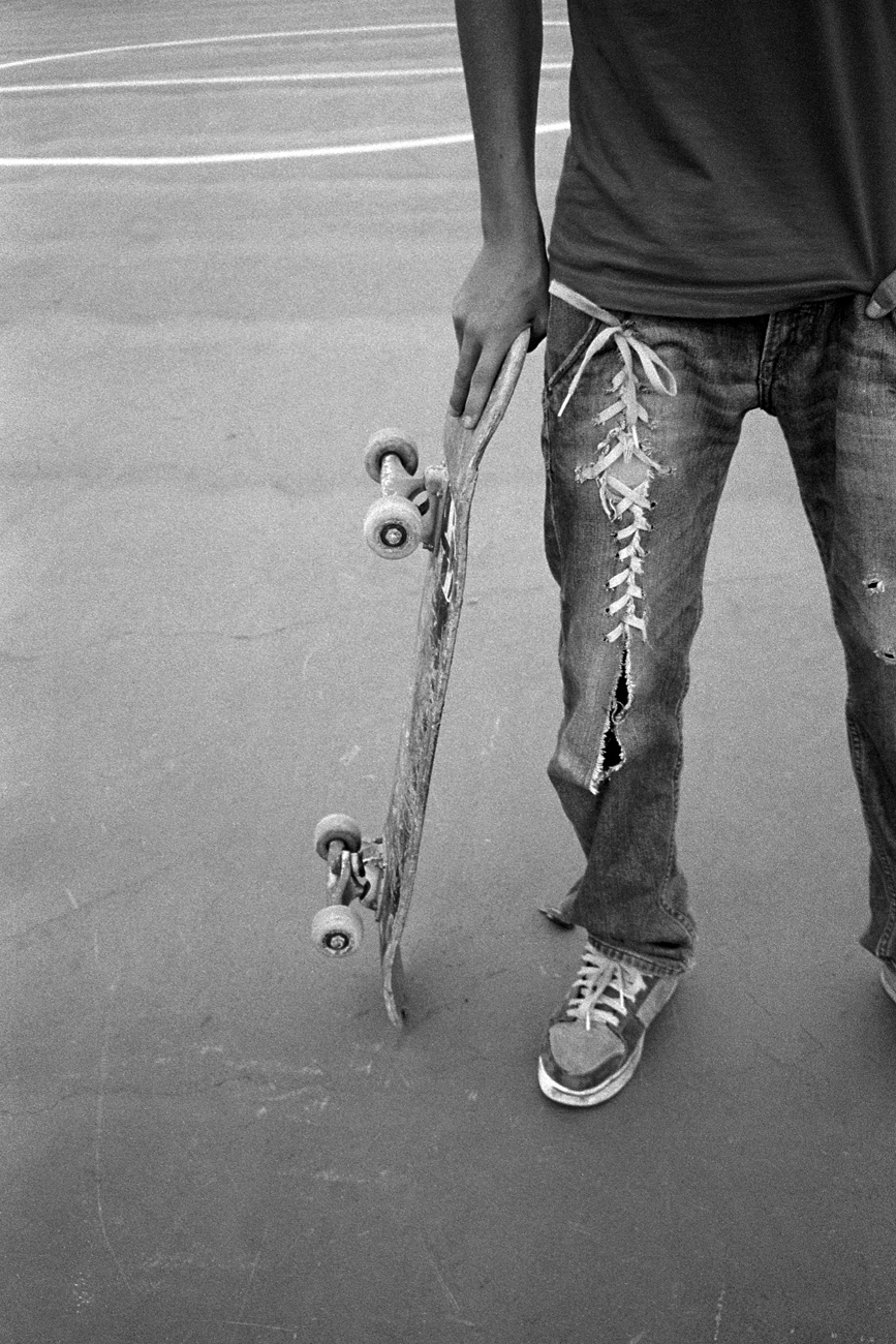 ripped_jeans_jail_cout_high_skateboarding_laces_strappati.jpg