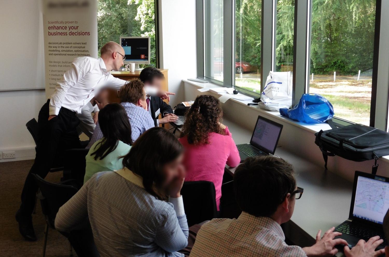 [[Teaching students simulation (photo: Paul Edkins)///Interaktives Lernen von Simulation (Foto: Paul Edkins)]]
