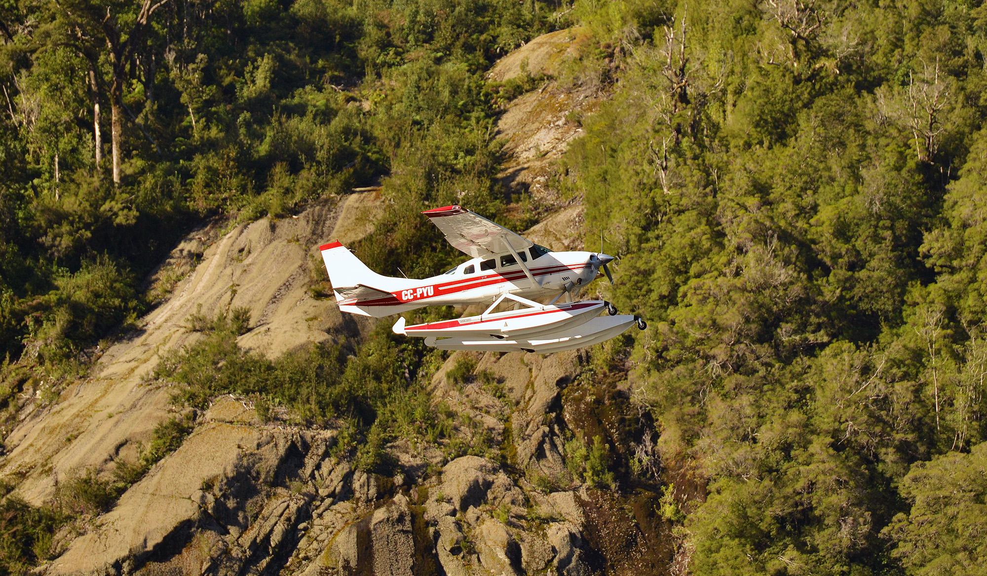 CKH_5140-floatplane.jpg