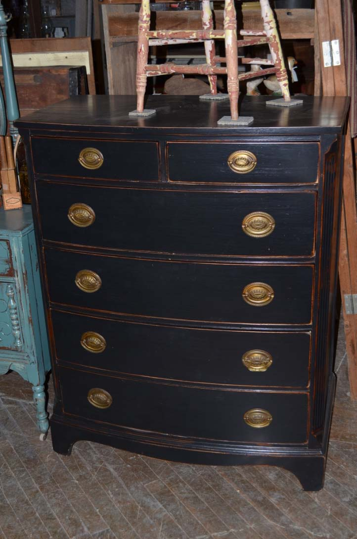 Chest of drawers with Federal pulls