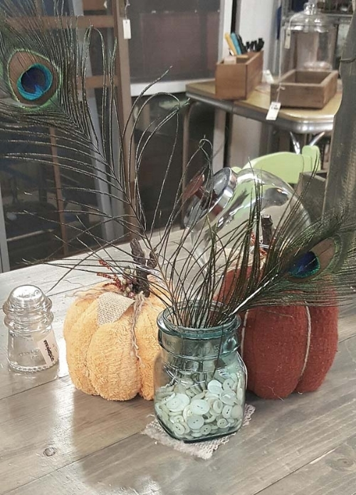 Fall-decorating-with-table-centerpieces