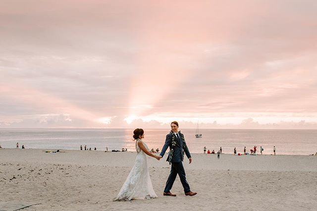 I might have squealed with excitement during Steph and Todd's day a couple dozen times. We had epic sunsets, flash mobs, marching bands, CO2 cannons, an actual cheese cake and the list goes on and on. Thank you SO much for having me along this amazing ride guys!!🙌🏻 . . . . . #sandiegoweddingphotographer #sandiegowedding #hawaiiwedding #hiweddings #wedhawaii #luckywelivehawaii #hawaiiweddingphotographer #oahuwedding #oahuweddingphotographer #momentsovermountains #momentsoverposes #teethsoclean #sandiegobride #tropicalwedding #authenticlovemag #authenticlove #thehappynow #vscohawaii #goldenlovestories #junebugweddings #goldenlovestories #belovedweddings