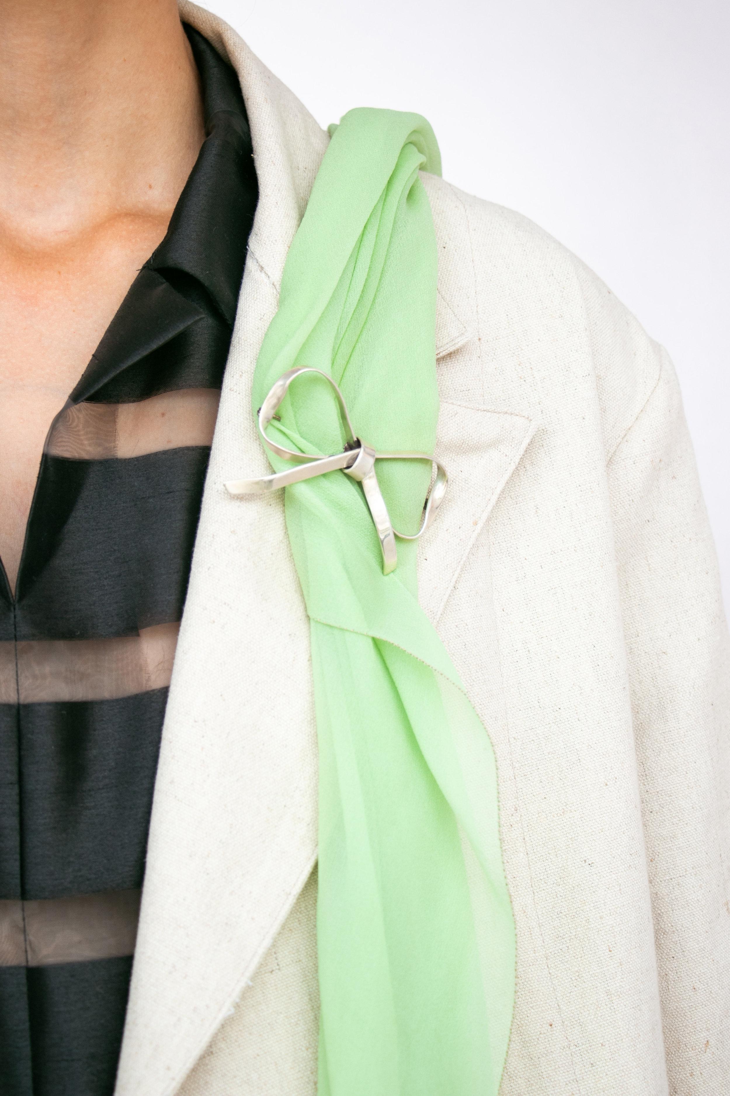 ps2 bow brooch.jpg