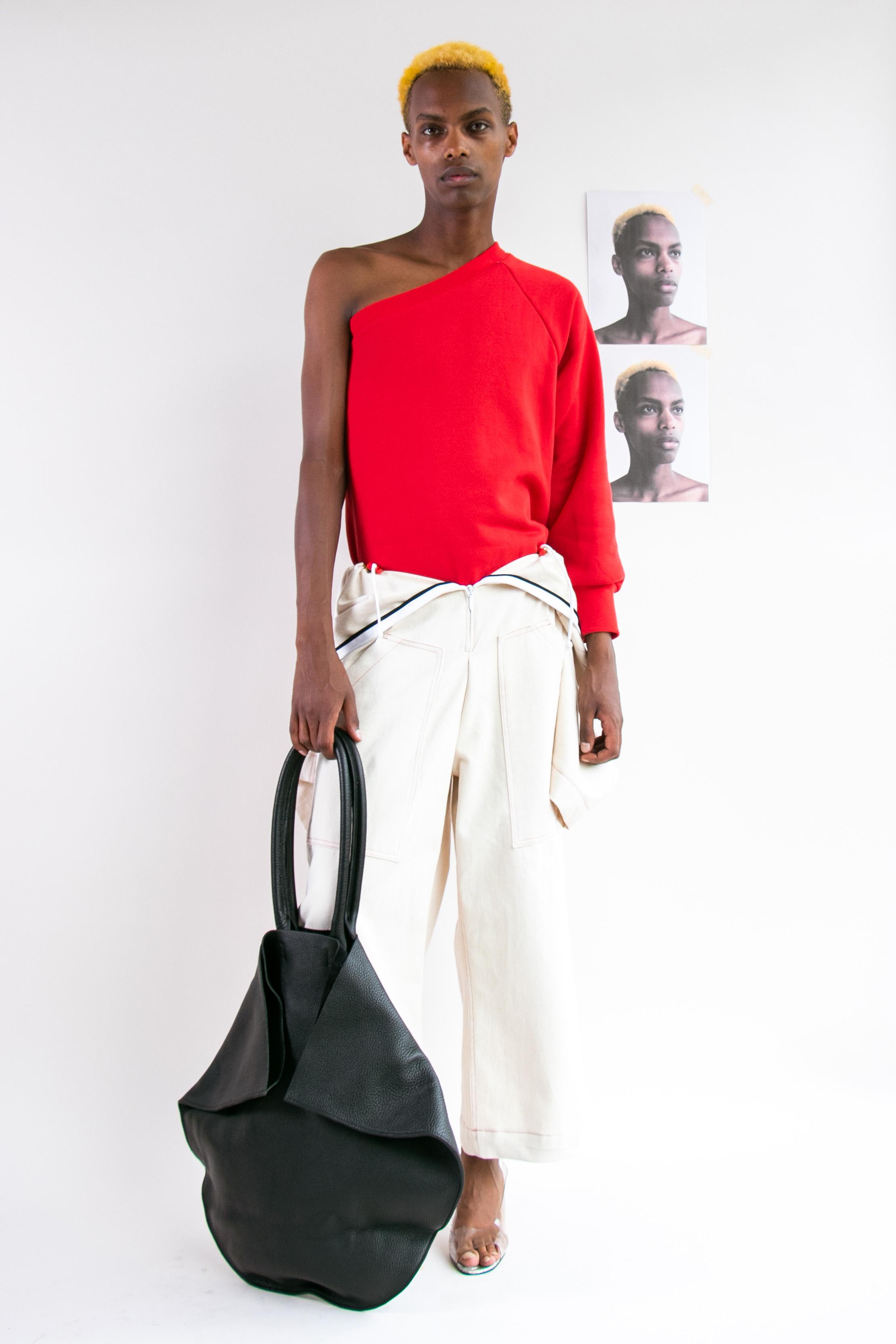 one shoulder sweater and big bag.jpg