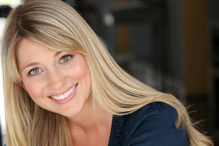 Renee RaylesEvent co-host