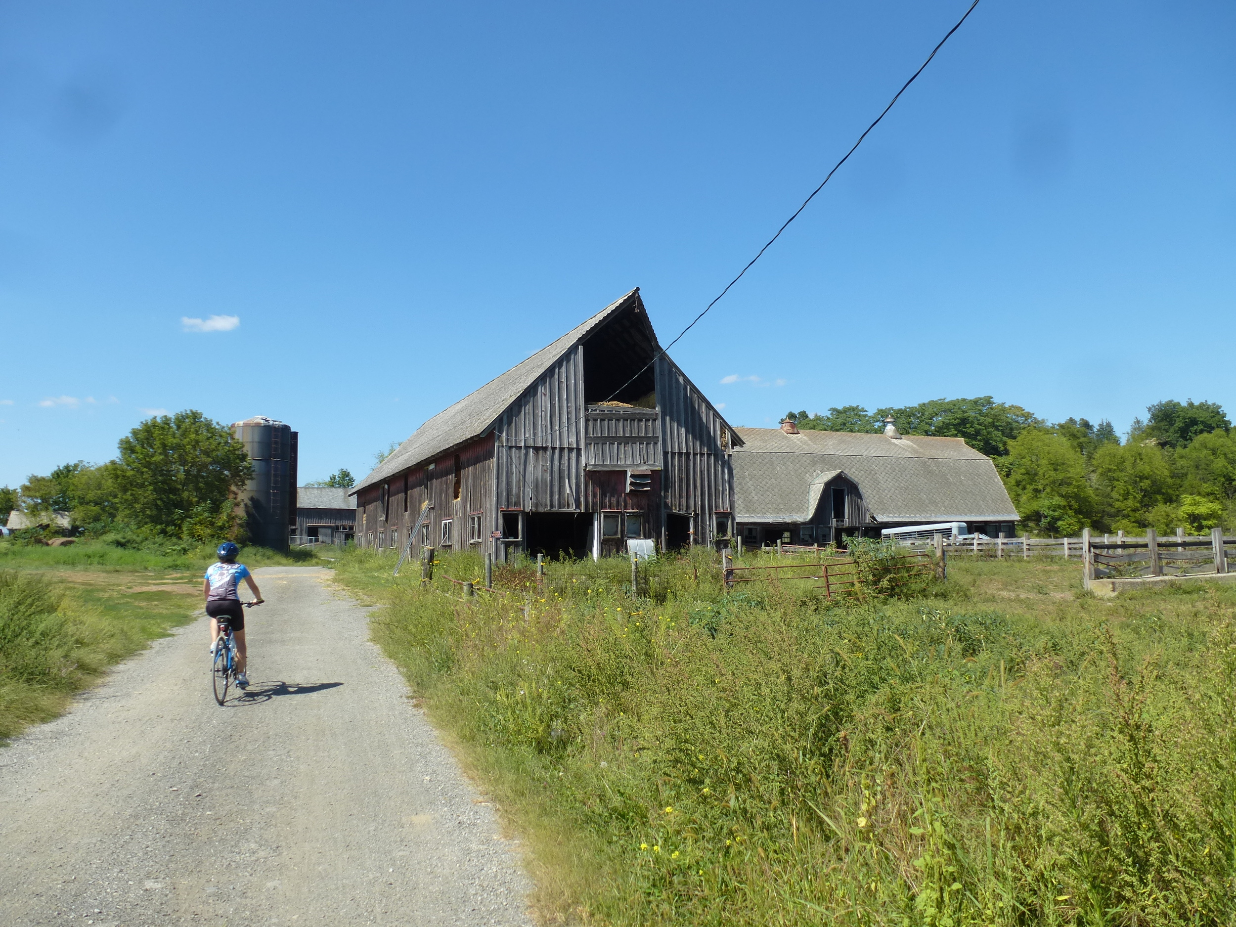 Leaving Ideal Farm, the last stop on our ride