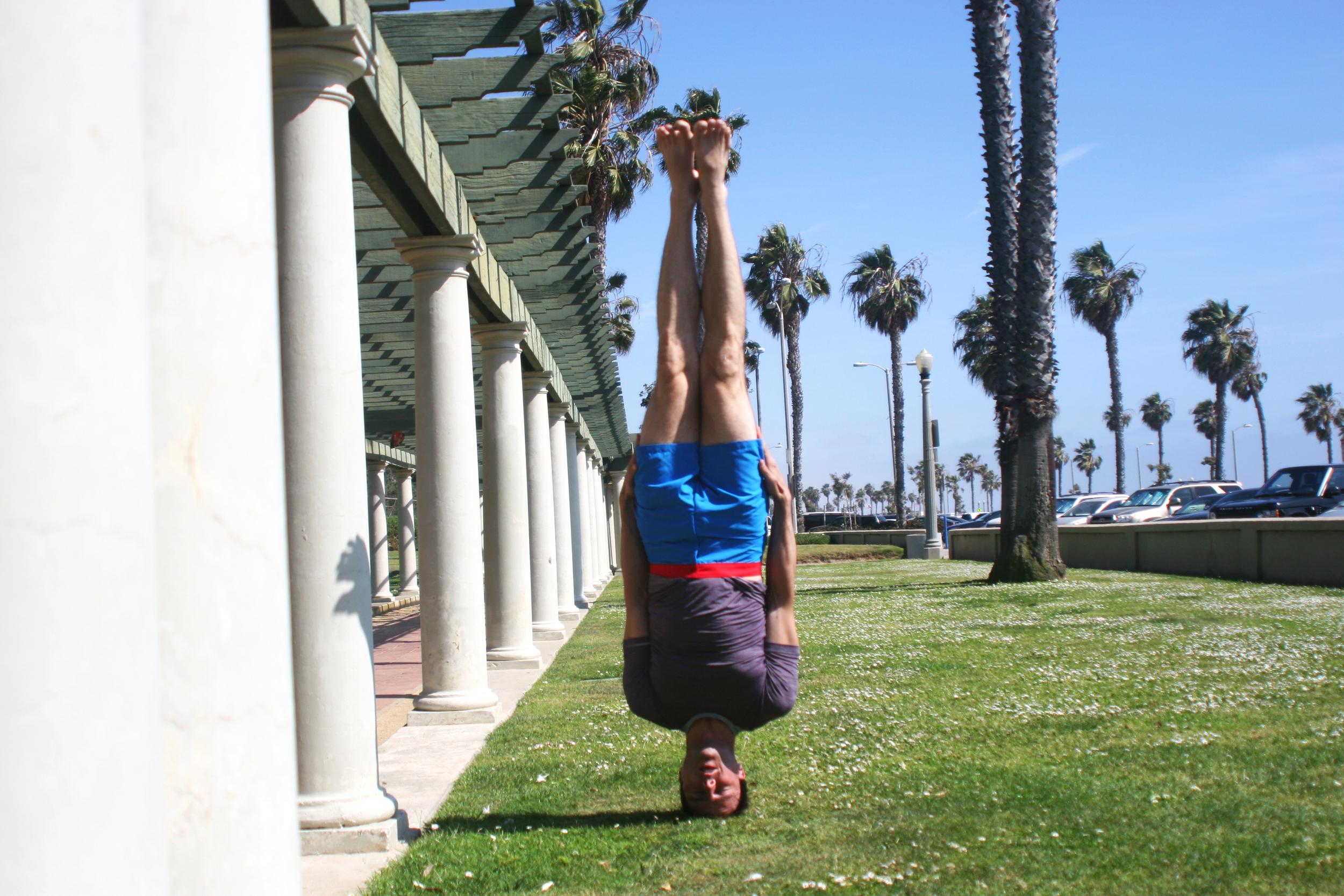 Garth - No Limbed Head Balance - Beach.jpg