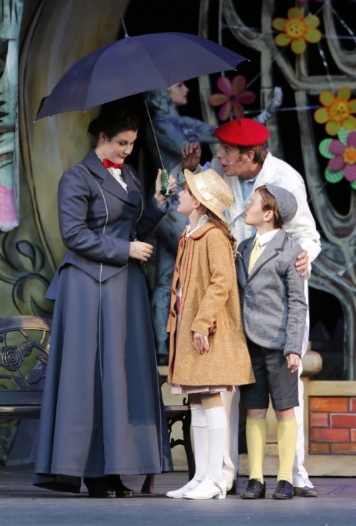 From left to right: Mary Poppins (Ranae Miller), Jane Banks (Lola Marshall), Bert (Victor Hunter) and Michael Banks (Nolen Dubuc). Photo credit: Tim Matheson