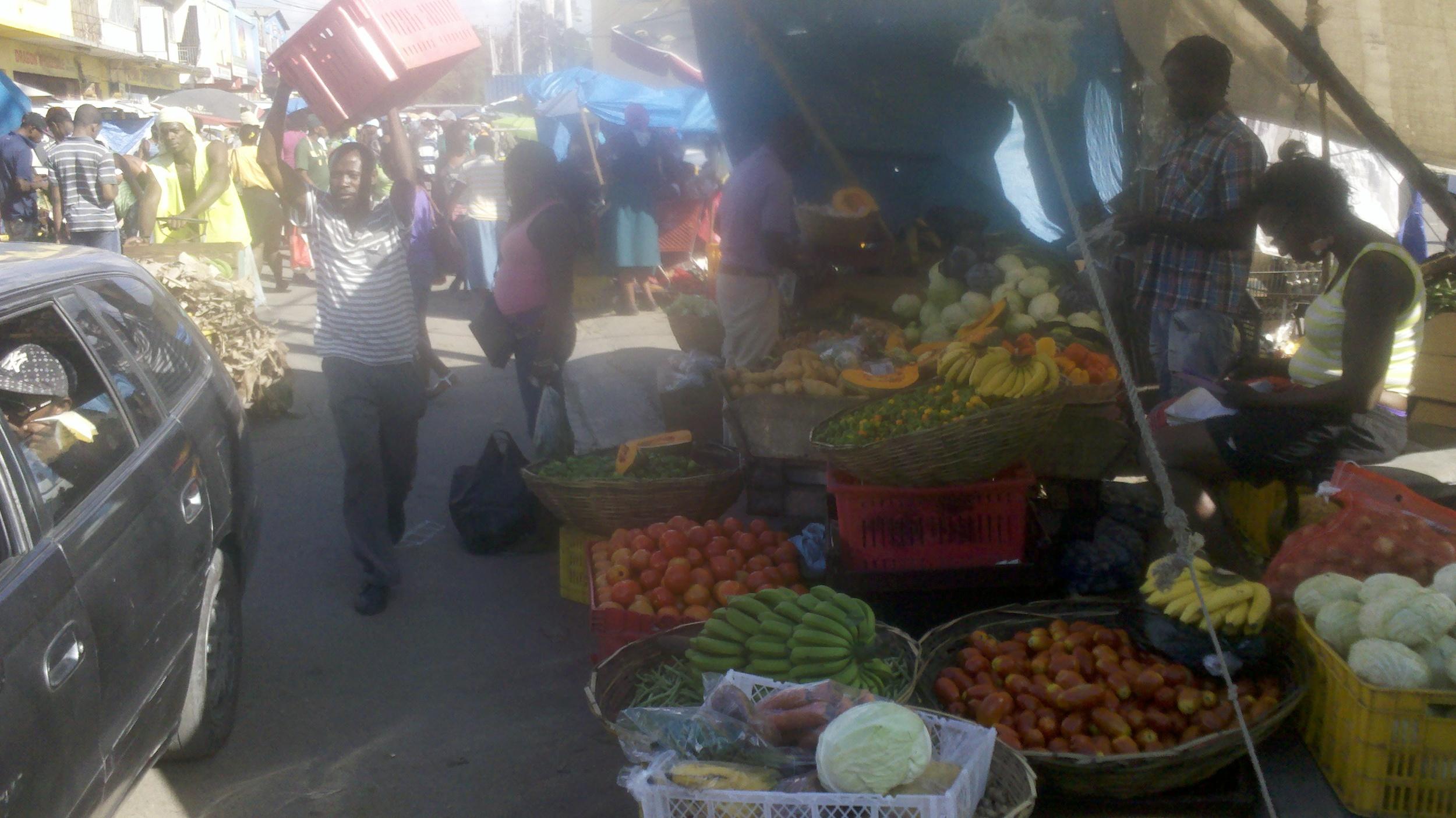 Farmers bring food to mkt.jpg