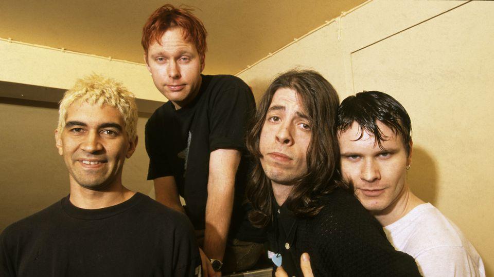 90s Foo, around their debut. Image per   A.V. Club  .