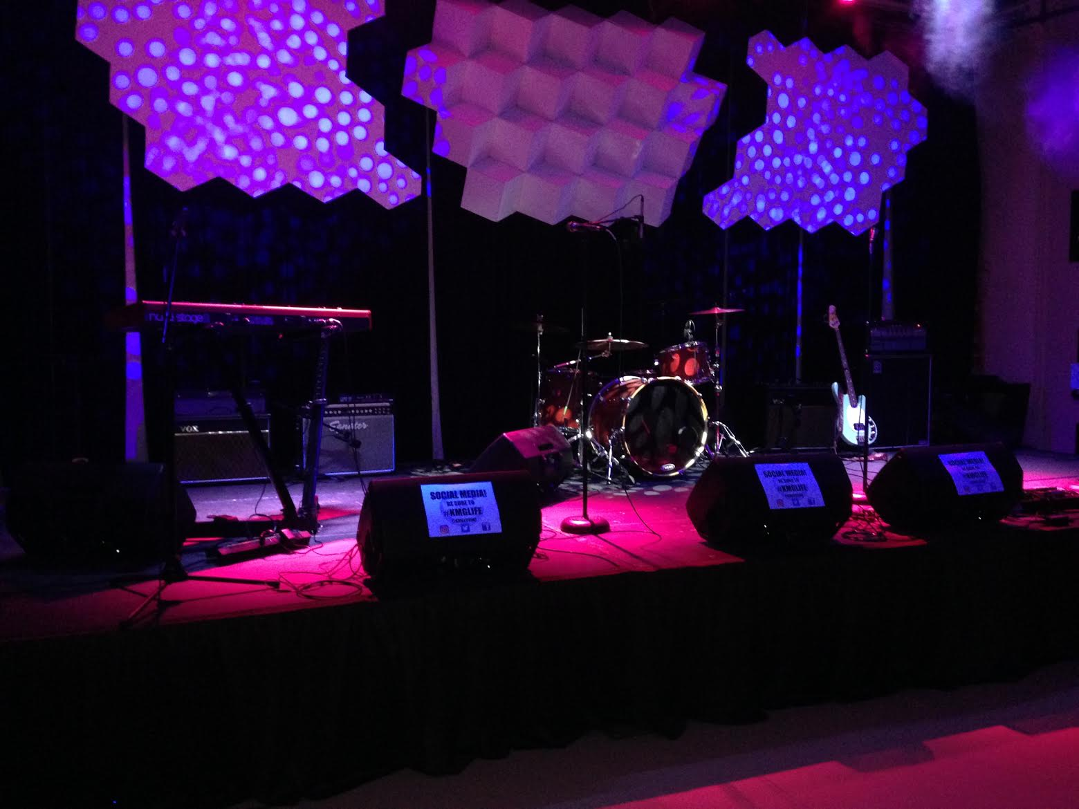 The showcase stage at KMG. Photo per the author.