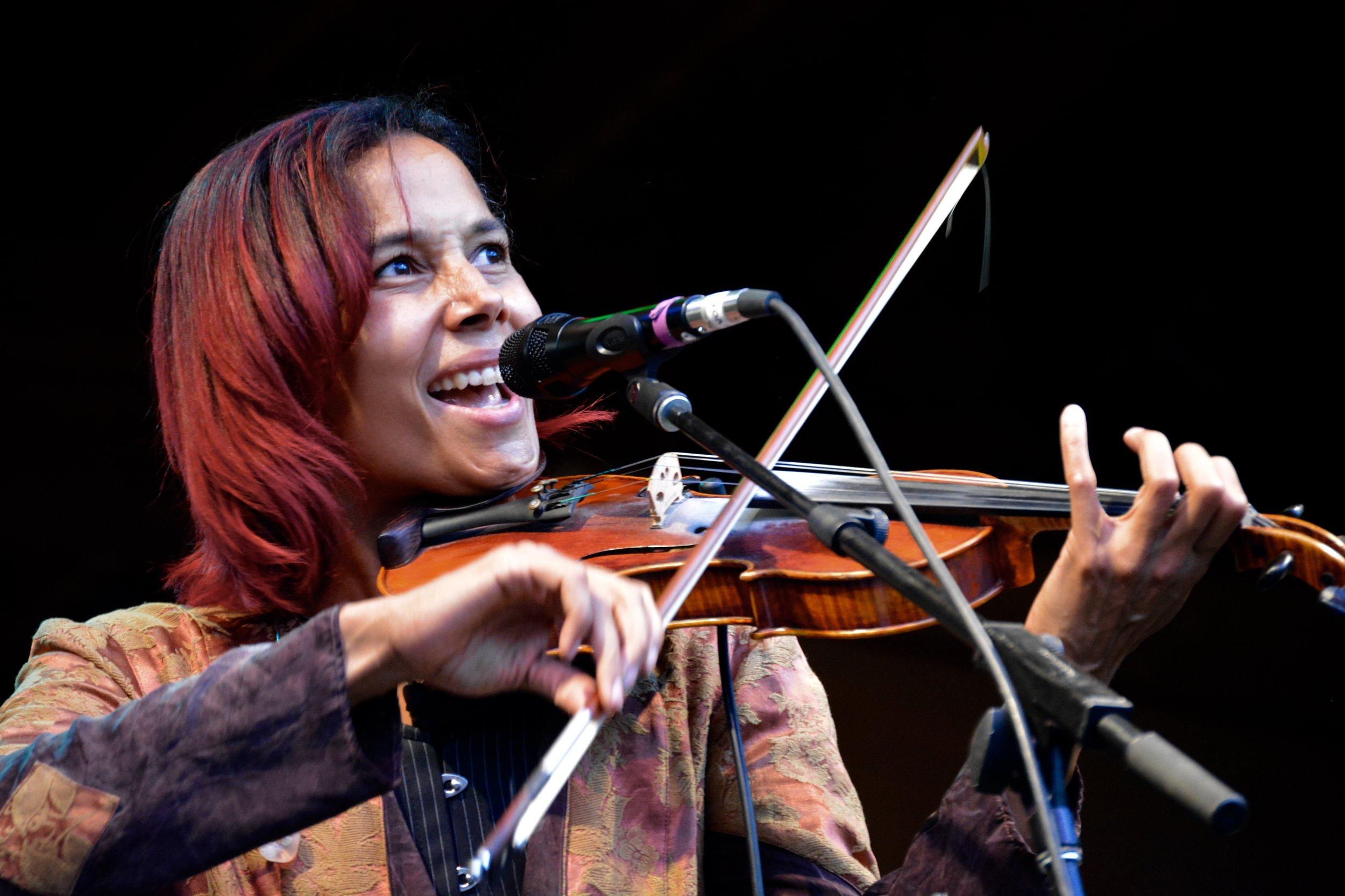 Rhiannon Giddens playing fiddle.jpg