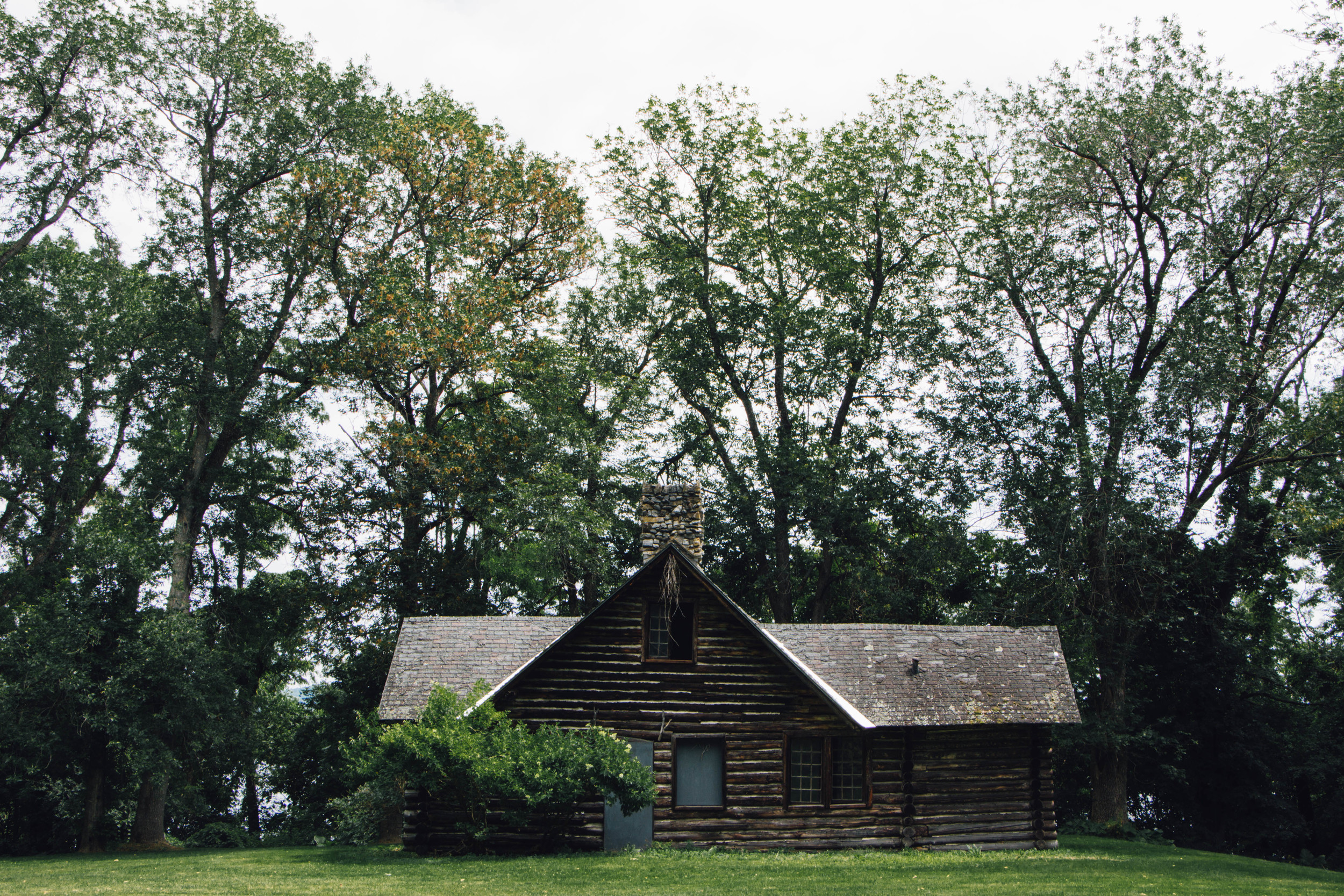 Abandoned cabin in King's Garden at Fort Ticonderoga, 2015