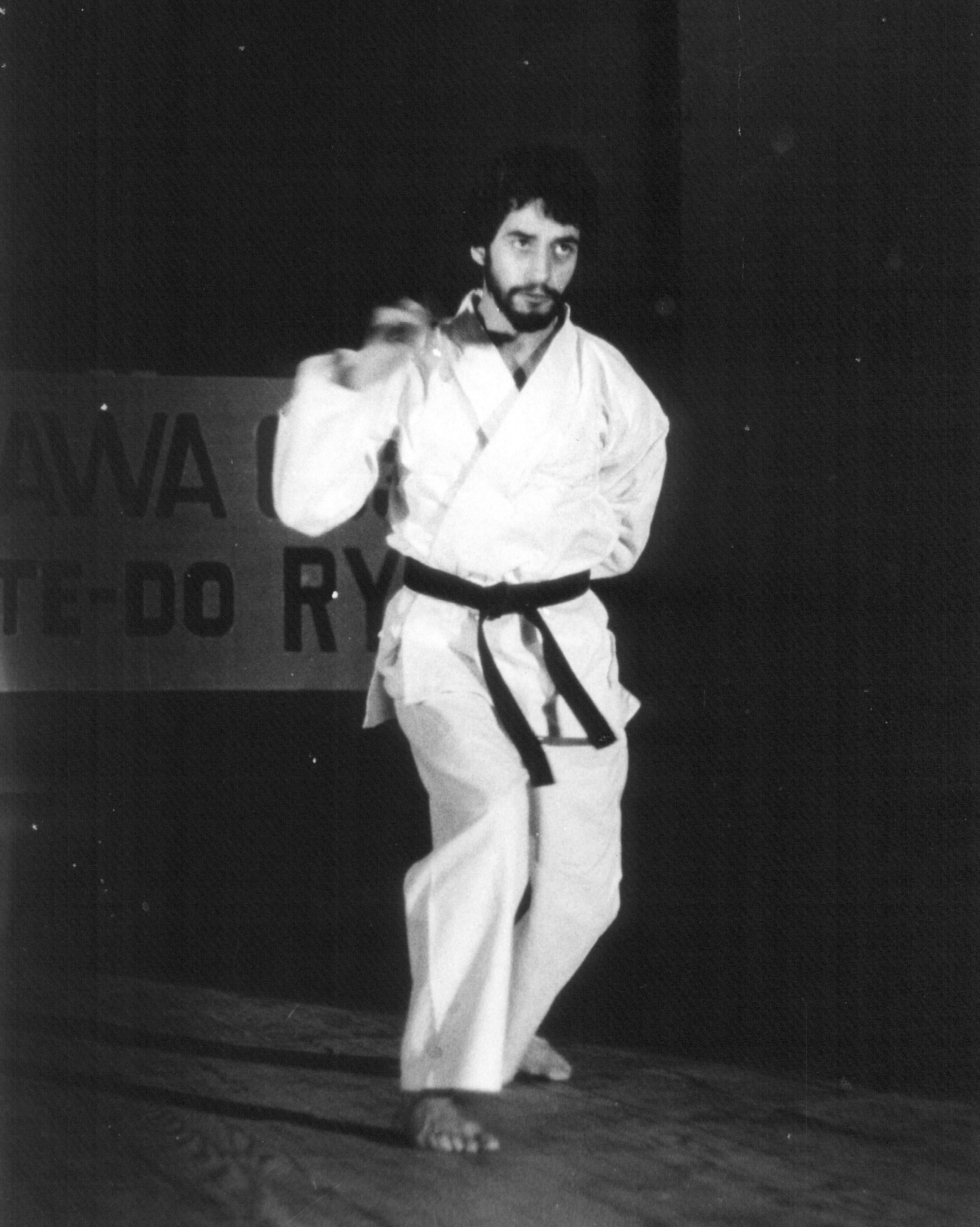 Karate_Gusi_Nunchaku.jpg