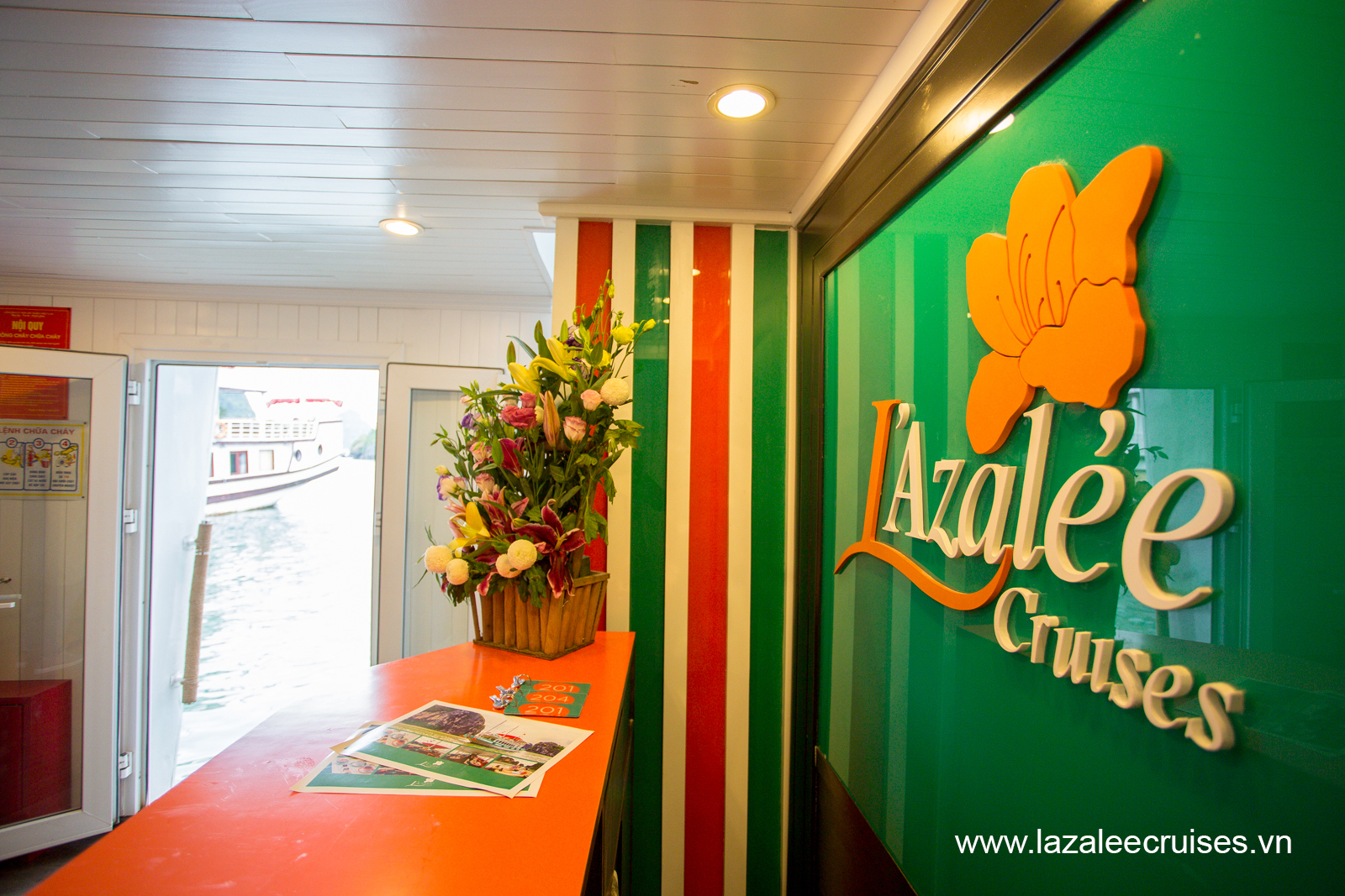 L'Azalee Cruises_Overnight Cruise_Overview_Reception on board  (2).jpg