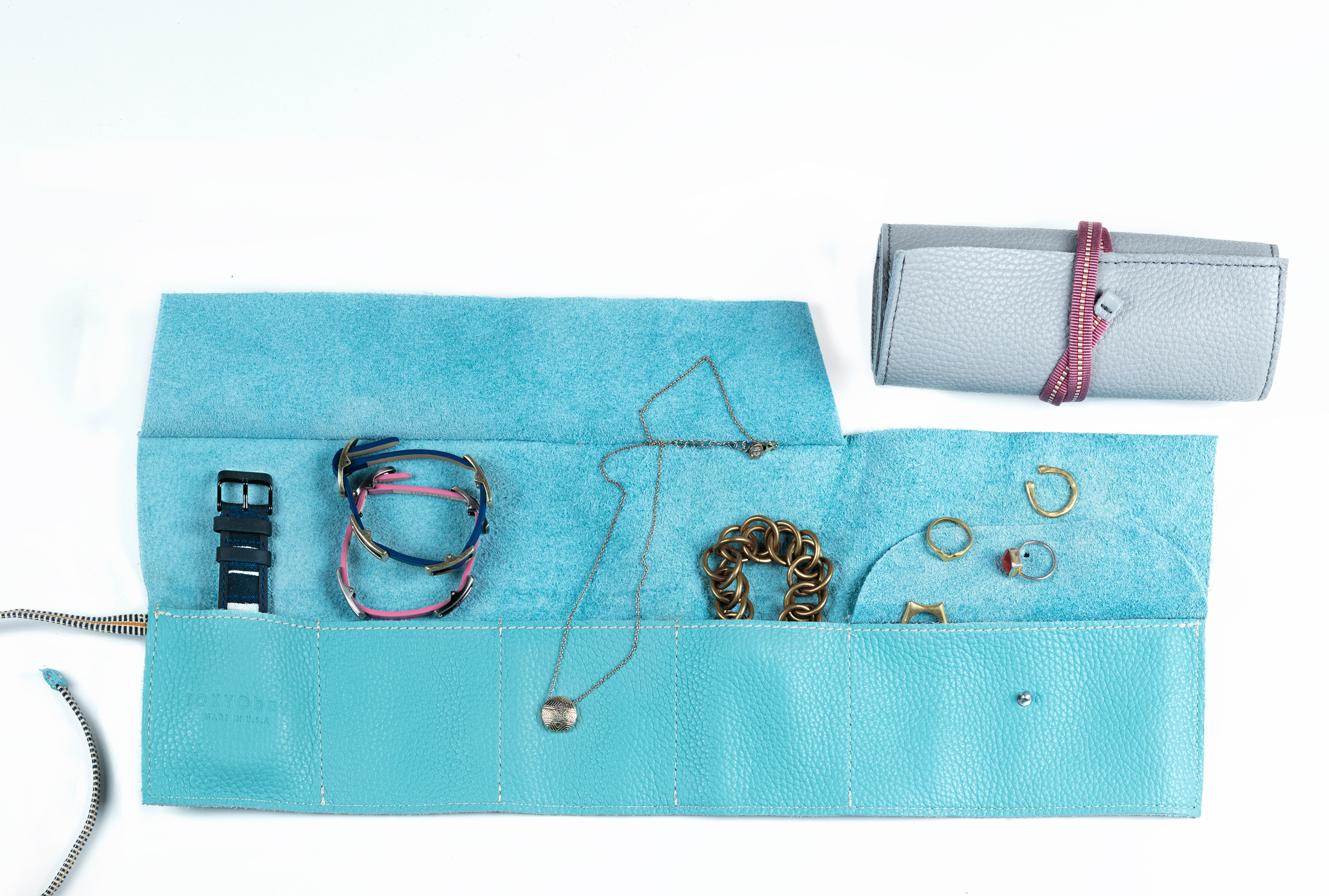 Jewelry-Roll-with-Objects_Full-Size-web.jpg