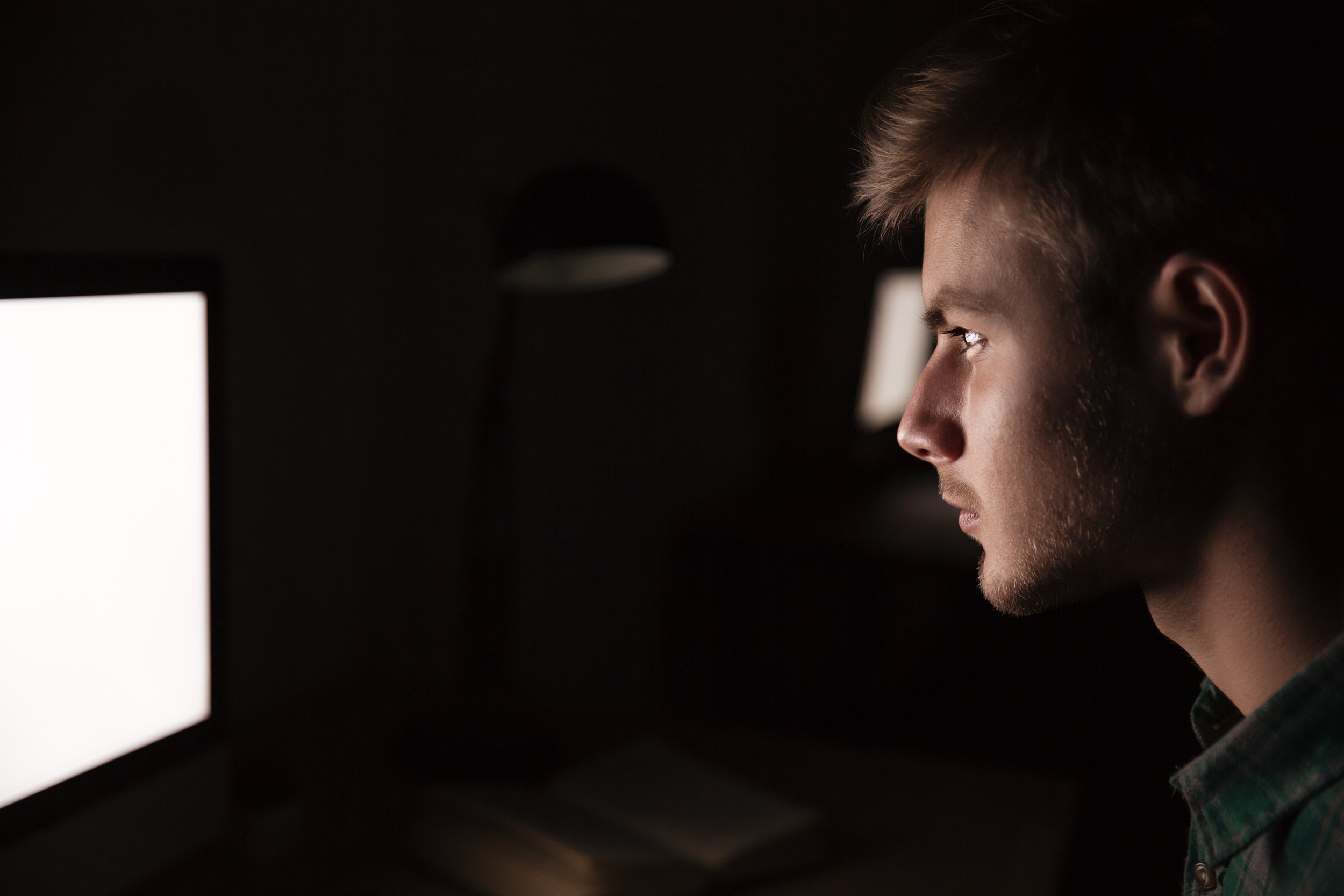 graphicstock-serious-young-man-using-blank-screen-computer-in-the-dark-room_rufB4qkvng.jpg