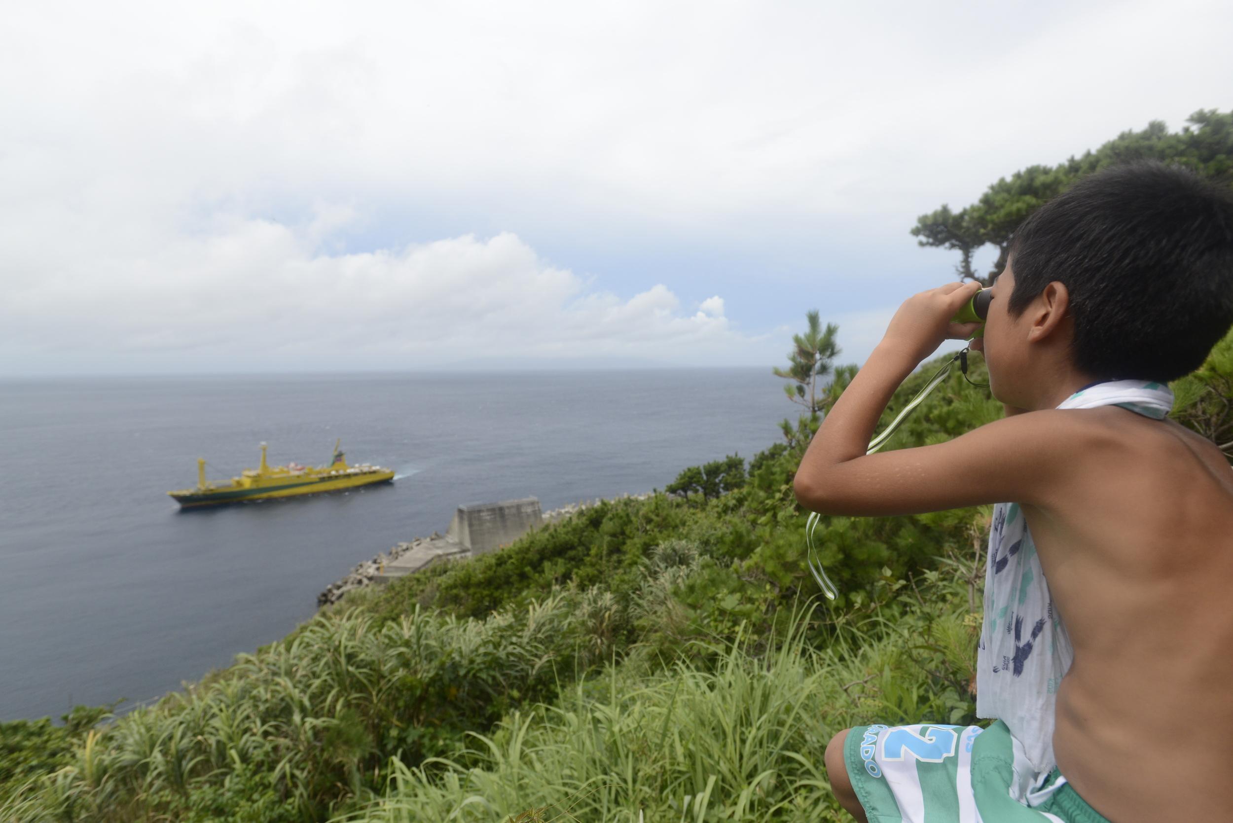 株式会社ビクセン  様より  アリーナHシリーズ  の双眼鏡!毎日の船&イルカチェックには必需品でした!