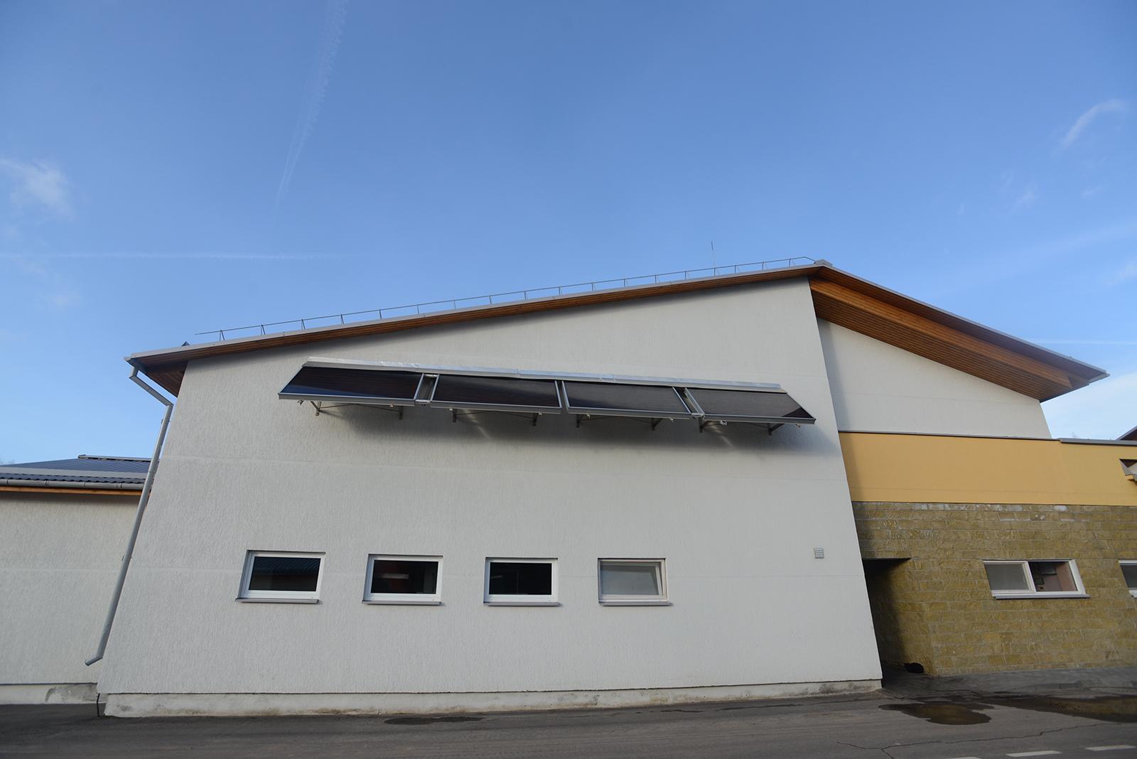 センターにはソーラーパネルが設置されている。今後はさらに増える予定。