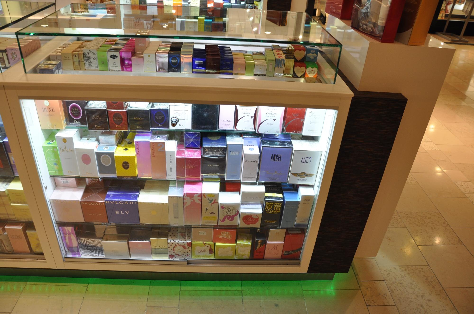 Valentine Perfume Kiosk BWC - Resize _05.jpg