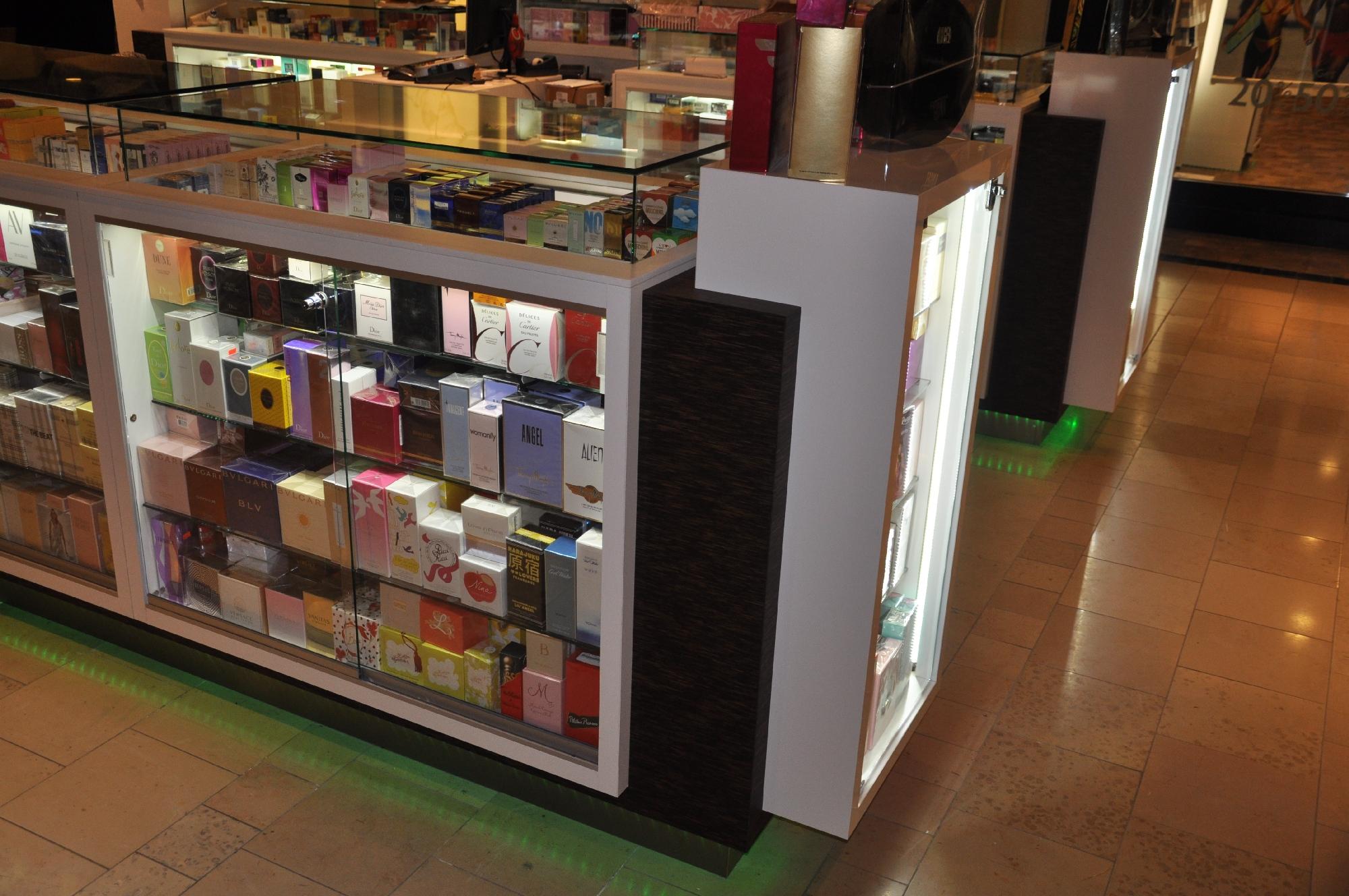 Valentine Perfume Kiosk BWC - Resize _04.jpg