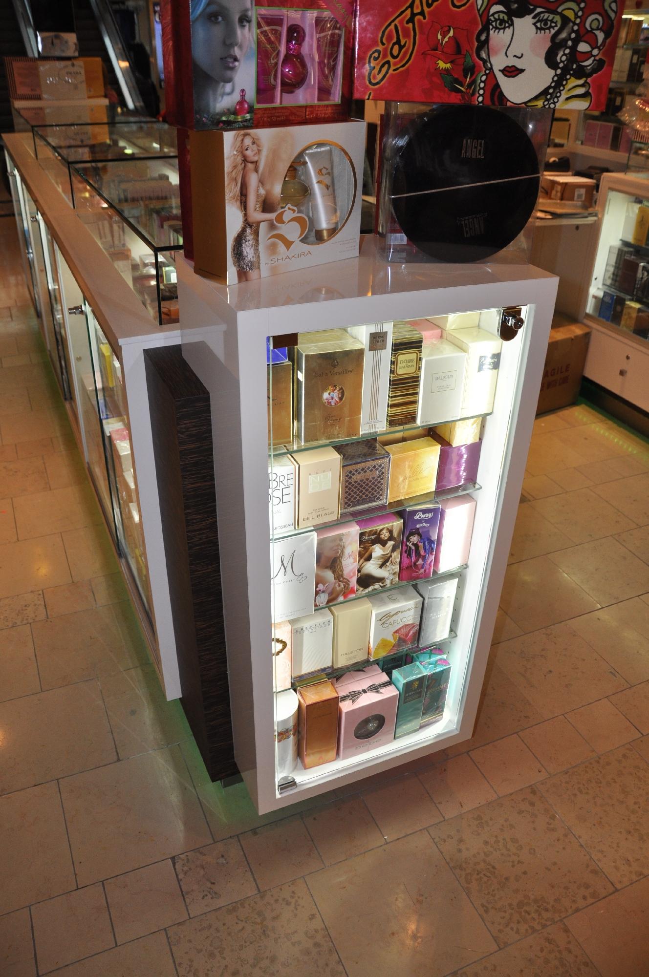 Valentine Perfume Kiosk BWC - Resize _07.jpg