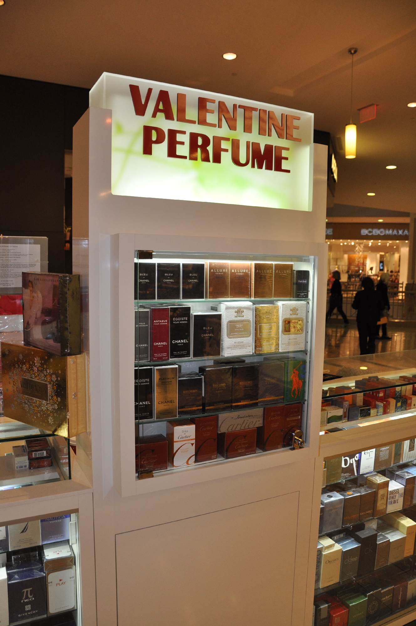 Valentine Perfume Kiosk BWC - Resize _11.jpg